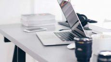Jak wybrać idealnie biurko do pracy?