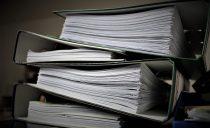 Usuwanie dokumentów biurowych za pomocą profesjonalnej niszczarki