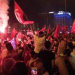 Protesty przeciw czystkom w Turcji