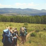 Męski wypad w góry latem – co musisz ze sobą zabrać?