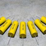 Czym są kondensatory elektrolityczne? Rodzaje i zastosowania