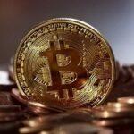Handel Bitcoin przyciąga coraz więcej inwestorów.